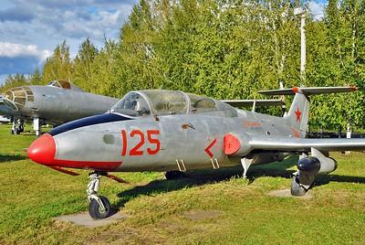 """Aero L-29 Delfin """"125 Red"""""""