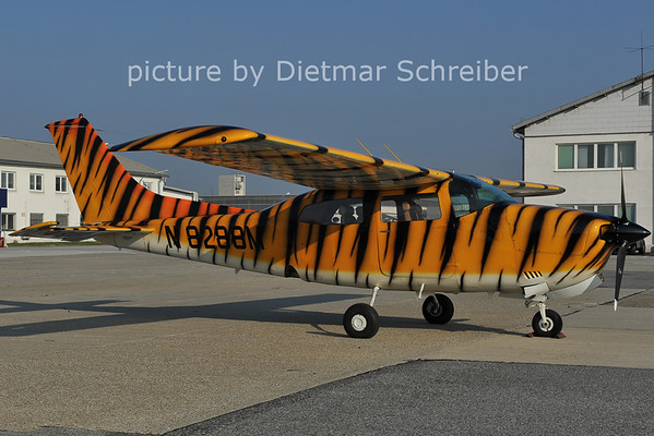 2011-10-18 N8288M CEssna 210