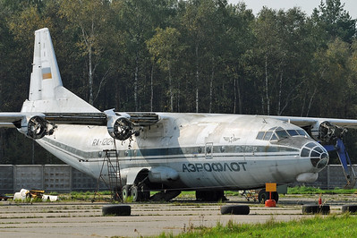 Chkalovsky Air Base (CKL/UUMU) outside Moscow on September 8, 2008. Russian Air Force Antonov An-12BP RA-12124 (cn 402505). Withdrawn from use and stored for spares, with all engines removed. This is one of two An-12 with this registration. The original RA-12124 was replaced by another RA-12124 which is a An-12BK-PPS (cn 00347507). Don`t be fooled by the (rather faded) Aeroflot-colours. This was a military aircraft!