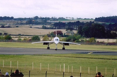 At the threshold, Captain Andrew Baillie turns the majestic lady to face the hundreds of people gathered on the hill to witness the Concorde experience for the last time and for many, the first time.