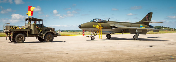Startbil 954 and Hawker Hunter F58A at Göterborg Aeroshow 2013
