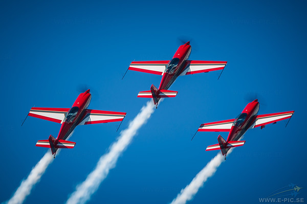 Royal Jordanian Falcons, Extra 300L