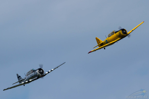 Noorduyn AT-16 Harvard IIB & North American AT-6A Texan