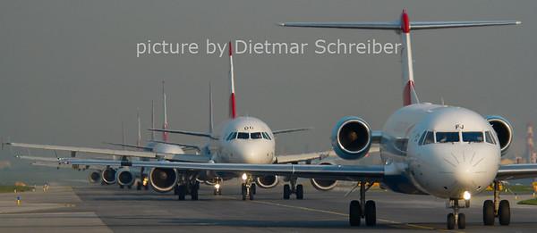 2011-04-19 OE-LFJ Fokker 70 Austrian Arrows