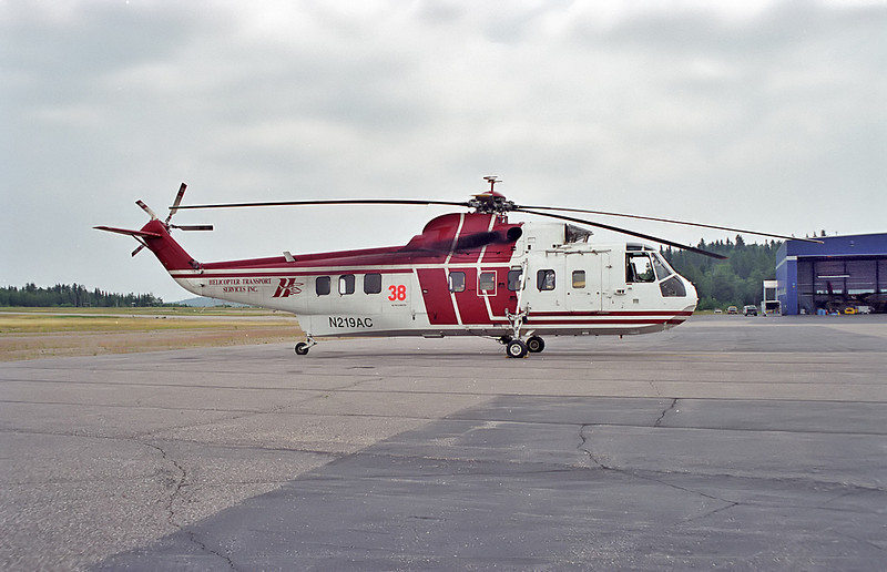 Helicopter Transport Services Sikorsky S-61N sits on the MNR ramp in Dryden.