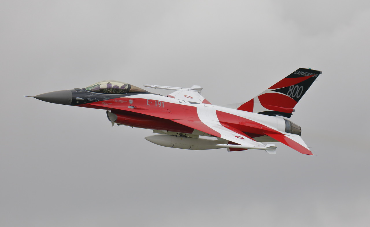 IMAGE: https://photos.smugmug.com/Aircraft/Jets/i-7vmWWqw/0/b8eac08f/X2/00019824-X2.jpg