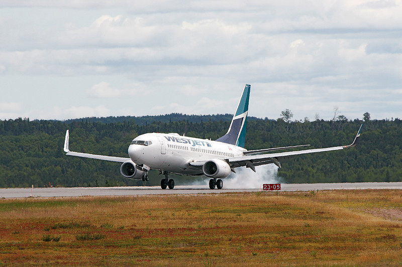 A WestJet Boeing 737-700 touches down at the Dryden Airport for a MNR charter.