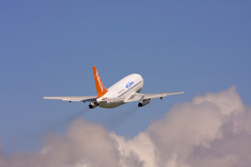 Air North leaving Dryden for Thunder Bay.