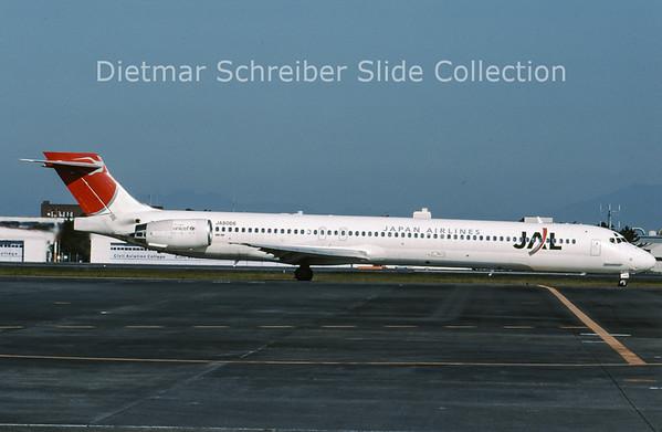 2008-11 JA8066 MDD MD90 (c/n 53355) Japan Airlines