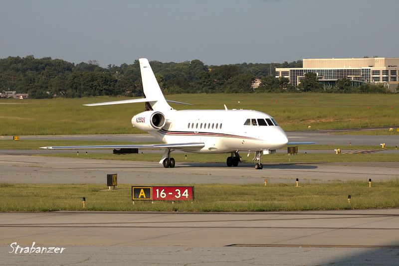 Dassault Falcon 2000      s/n 155 N255QS    Netjets<br /> Arriving from Raleigh-Durham<br /> KPDK, DeKalb, GA,   09/22/2017<br /> This work is licensed under a Creative Commons Attribution-<br /> NonCommercial 4.0 International License