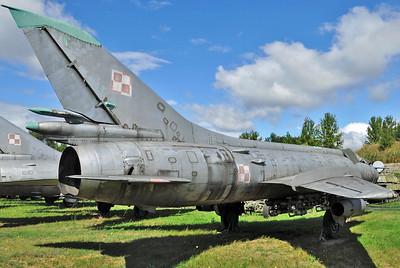 "Sukhoi Su-20 Fitter-C ""6131 Red"""