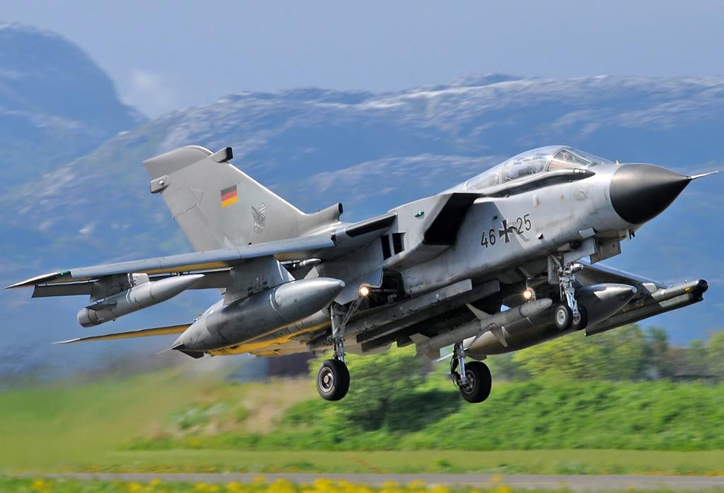 """NATO Tiger Meet at Ørland MAS (OLA/ENOL) on June 1, 2012. Deutsche Luftwaffe Panavia Tornado ECR """"46+25"""" (cn 821/GS258/4325)."""