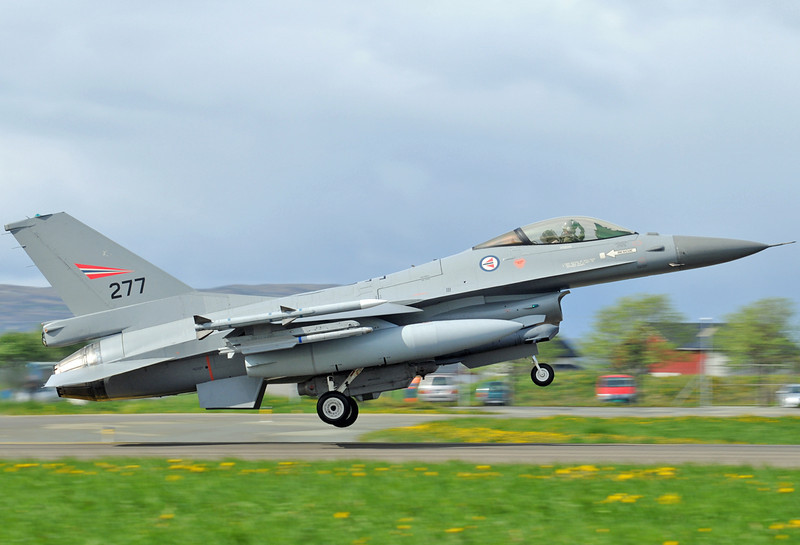 "NATO Tiger Meet at Ørland MAS (OLA/ENOL) on June 1, 2012. Royal Norwegian Air Force General Dynamics F-16AM Fighting Falcon ""277"" (cn 6K-6/78-0277)."