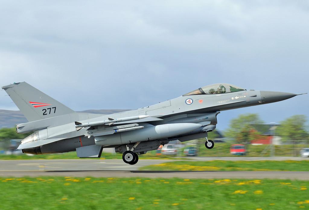"NATO Tiger Meet at Ørland MAS (OLA/ENOL) on June 1, 2012. Royal Norwegian Air Force General Dynamics F-16AM Fighting Falcon ""277"" (cn 6K-6/78-0277)."