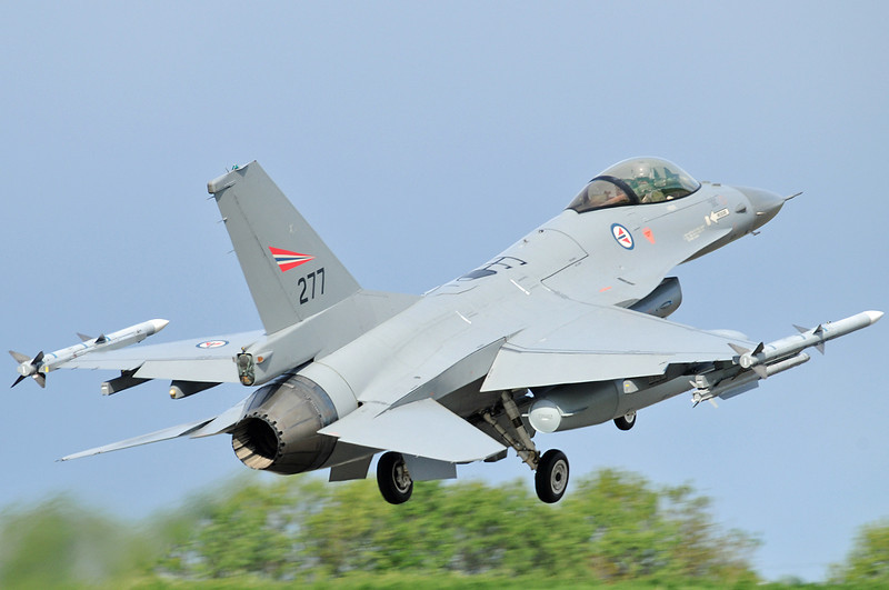 "NATO Tiger Meet at Ørland MAS (OLA/ENOL) on June 1, 2012. Royal Norwegian Air Force General Dynamics F-16AM Fighting Falcon ""277"" (cn 6K-6/78-277)."