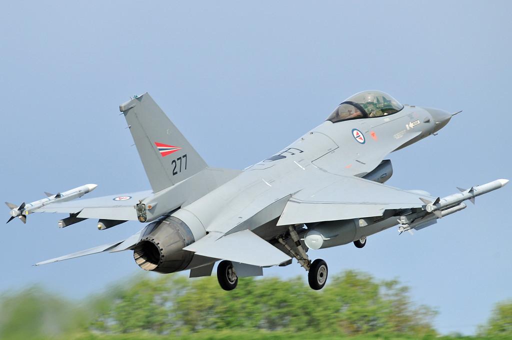 "NATO Tiger Meet at Ørland MAS (OLA/ENOL) on June 1, 2012. Royal Norwegian Air Force General Dynamics F-16AM Fighting Falcon ""277"" (cn 6K-6/78-277)."