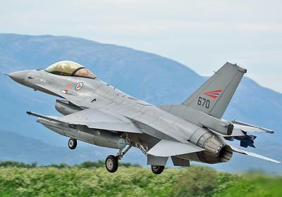 """F-16AM """"670"""""""