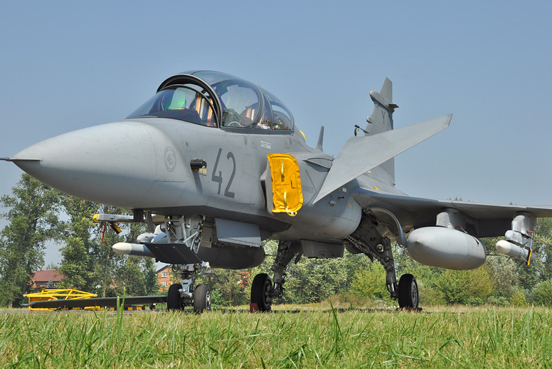 "Radom Air Show at Radom-Sadkow (EPRA) on August 27, 2011. Hungarian Air Force Saab JAS-39D Gripen ""42"" (cn 39851)."