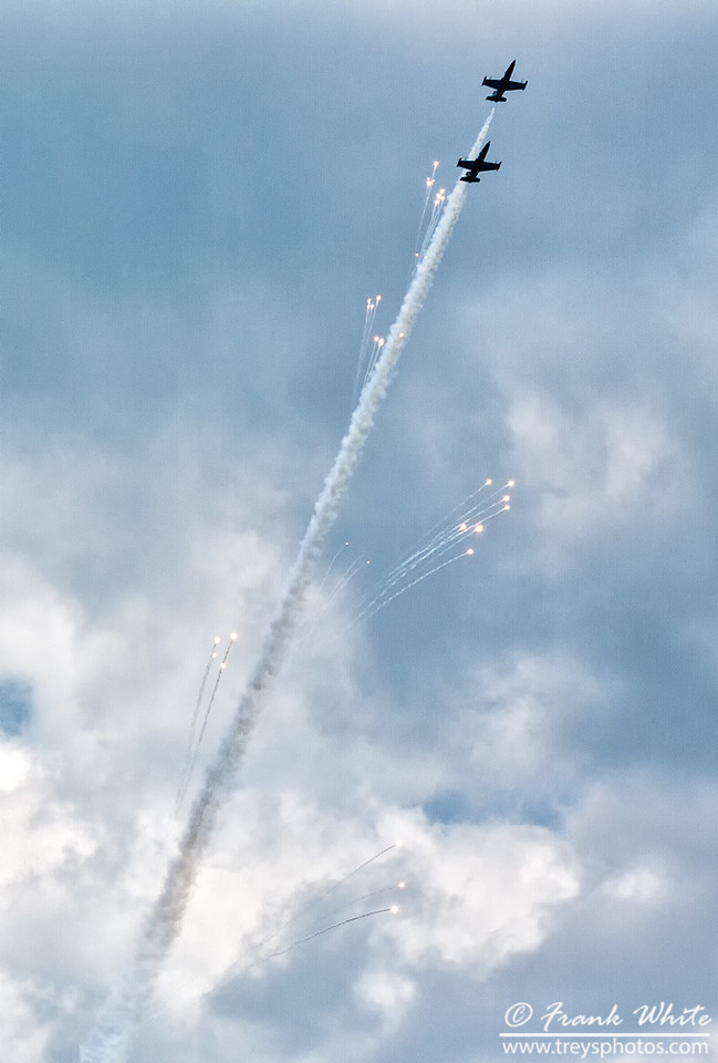 Breitling Jet team in action - exiting with flares