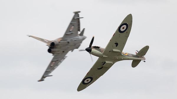 Battle of Britain Camoflage, Eurofighter, Opposition Pass, P7350 (BBMF), RIAT 2015, Spitfire, Spitfire MK IIa, Supermarine, Typhoon FGR.4, Typhoon/Spitfire Synchro pair, ZK349
