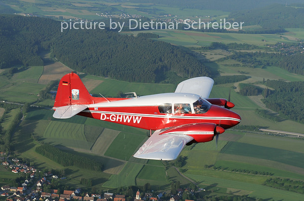 2014-06-08 D-GHWW Piper 23