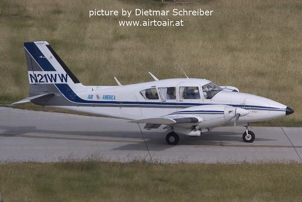 2006-03-05 N21WW Piper 23 Aztec