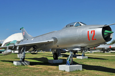 """Sukhoi Su-7BKL Fitter-A """"12 Red"""""""