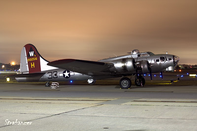 B-17G-VE, c/n 44-85740  Painted as 398th Bomb Group's 42-102516 nicknamed Aluminum Overcast Pre-Dawn Shoot KPDK, DeKalb, GA,   10/07/2017 This work is licensed under a Creative Commons Attribution- NonCommercial 4.0 International License