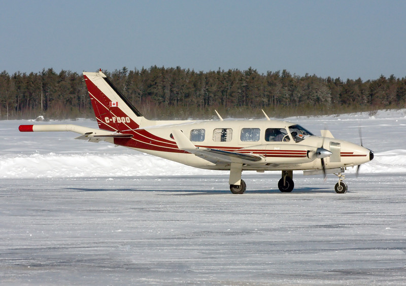 A better angle to show the boom on this Piper PA-31 Navajo.