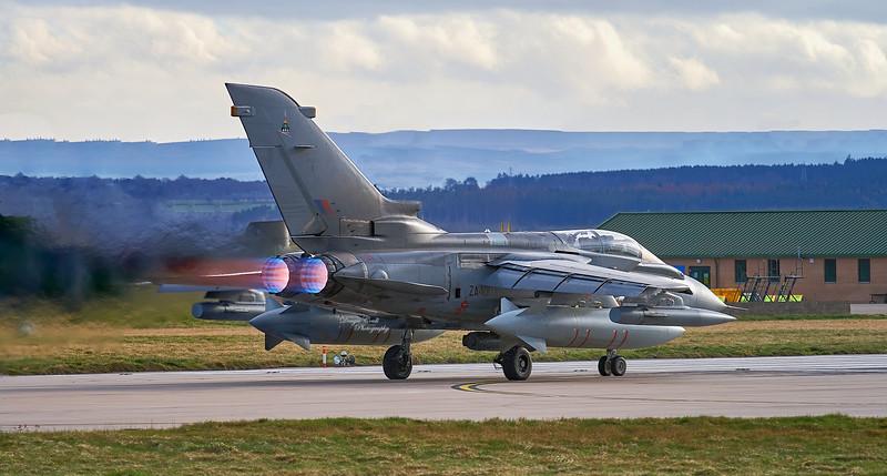 RAF Panavia Tornado GR.4 (ZA400) at RAF Lossiemouth - 6 March 200