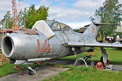 """Aero CS-102 Midget """"14 Red"""""""