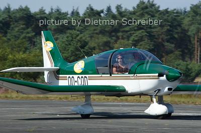 2012-08-15 OO-CQD Robin 400