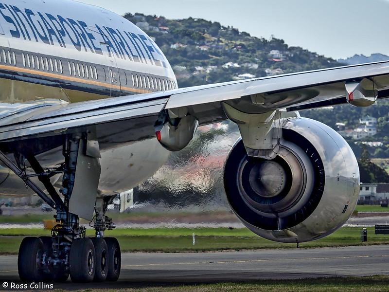 SIA B777-200 arrival at Wellington, 20 February 2017