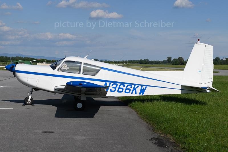 2019-05-30 N366KW SIAI-Marchetti S-205