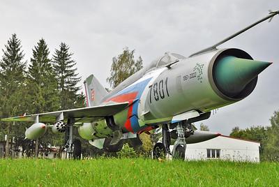 "MiG-21MF Fishbed-J ""7801 Black"""
