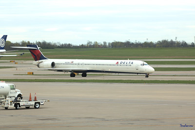 McDonnell Douglas MD-90-30 C/N: 53589 N927DN         flight DL2180 from Atlanta Delta  Cincinnati/Northern Kentucky International Airport, KY   KCVG 04/13/2019 This work is licensed under a Creative Commons Attribution- NonCommercial 4.0 International License