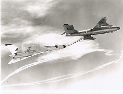 WZ376 tanking Vulcan XH478