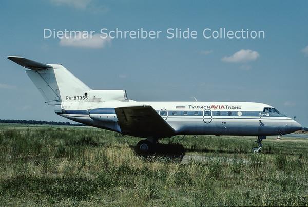 2000-08 RA-87365 Yakovlev 40 (c/n 9341531) Tyumen Avia Trans