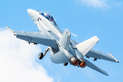 F-18 Super Hornet flypast at Farnborough Airshow 2016
