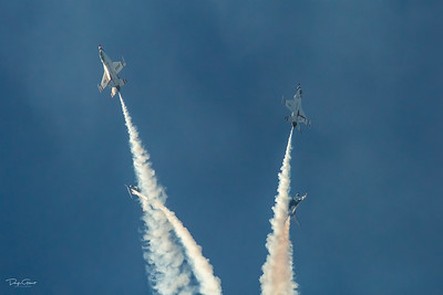 USAF Thunderbirds Executing The Star Burst Maneuver