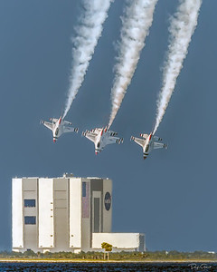 """USAF Thunderbird F-16 VAB Fly By"""