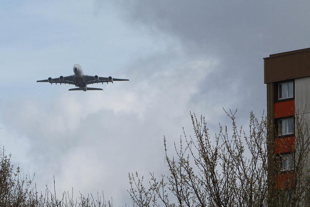 Emirates A380 landing at GLA