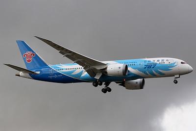 China Southern Dreamliner Boeing 787-8 Dreamliner, B-2732