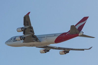 VH-OEF Qantas 747 One World departing Perth for Antarctica Australia Day 2017