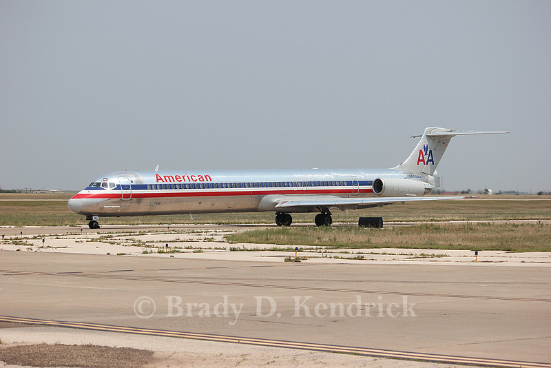 Airline:  American Airlines<br /> <br /> Aircraft:  McDonnell Douglas MD-83<br /> <br /> Photo Location:  Rick Husband International Airport in Amarillo, Texas