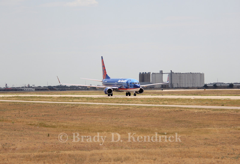 Airline:  Sun Country Airlines<br /> <br /> Aircraft Type:  Boeing 737-800<br /> <br /> Photo Location:  Rick Husband Amarillo International Airport