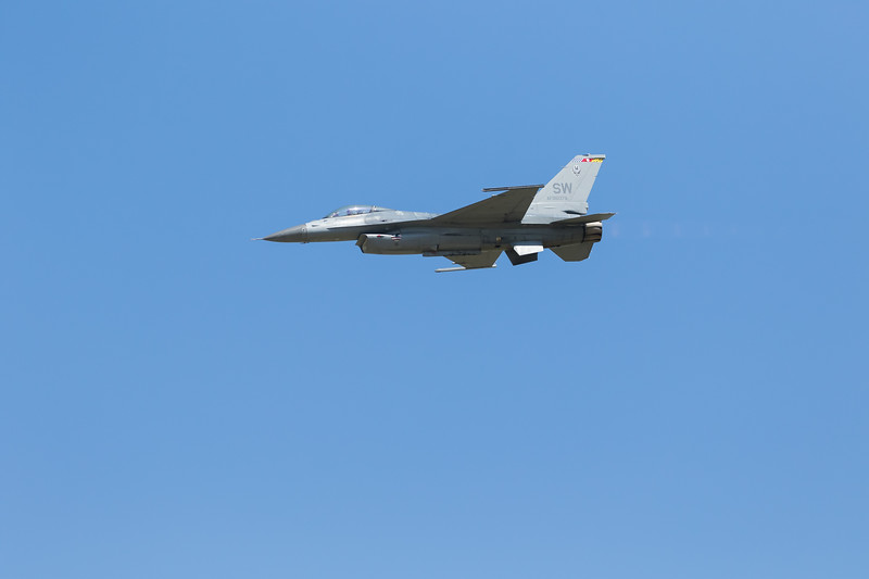 -(Demo Team) F-16 Viper Demo Team <br /> -(Aircraft) General Dynamics F-16C Fighting Falcon<br /> -(Nation & Service) United States Air Force<br /> -(Squadron) 20th Fighter Wing <br /> -(Home Base) Shaw Air Force Base, South Carolina