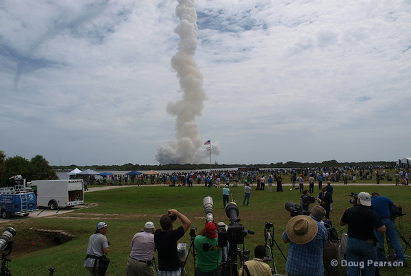 Photographers watching the trail of Atlantis after liftoff