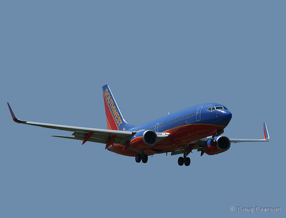 A Southwest 737 arrivign at Burbank