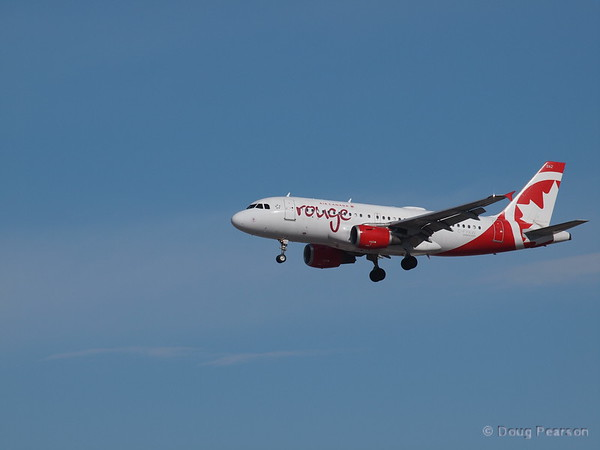 Air Canada, Rouge, C-FYKW, an Airbus A319-114.
